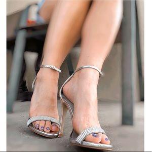"""Steve Madden Silver Heels w. Diamonds. 4"""" size 7"""